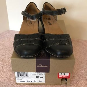 NWOT Clarks size 8 1/2 black leather strap shoes